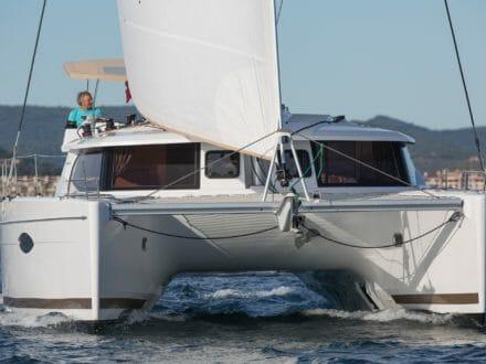 Helia 44 Under Full Sail - head on